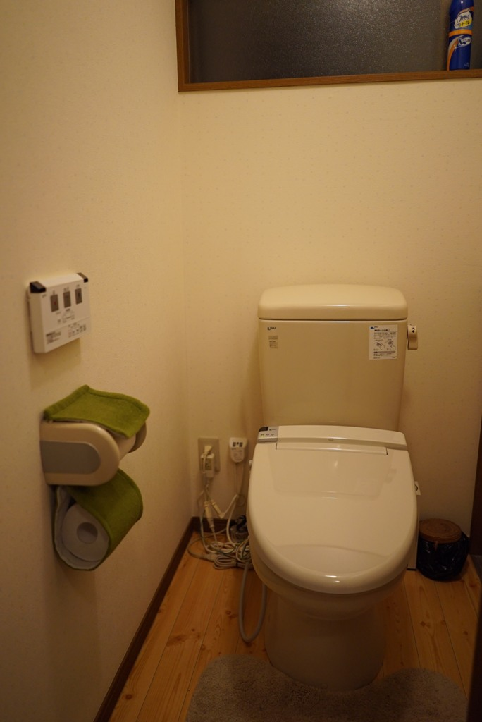 Toilet (washlet toilet)